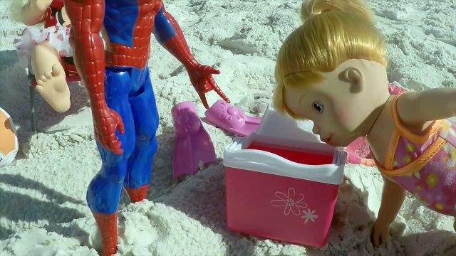 Boneca Baby Alive se Afoga na Praia Em Los Angeles!