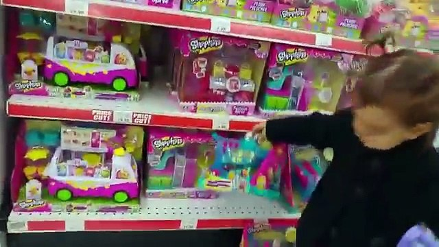 Cute Little Girl Doing Shopping  TOYS  R  US   Toy Shopping Cart