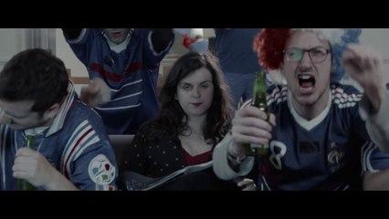 Laura Domenge et le collectif d'humoristes Lolywood dans  : « le clip officieux de l'Euro 2016 »