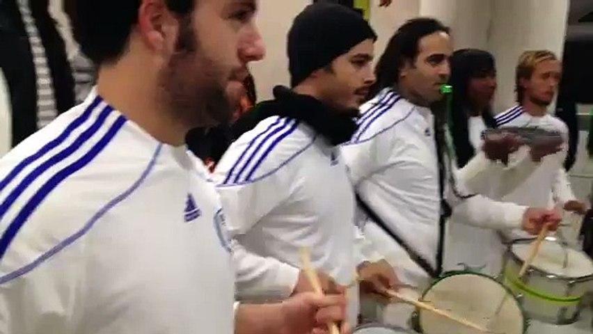 מתופפים ברזילאים במשחק כדורגל