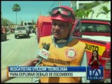 Rescatistas utilizan tecnología para buscar debajo de los escombros