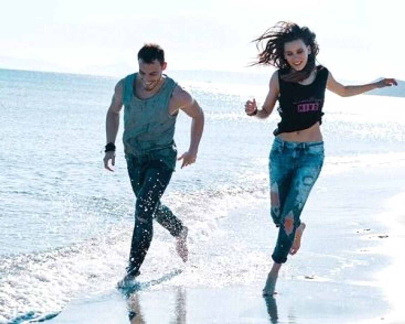 Serenay Sarıkaya ile Kerem Bürsin'in Reklam Filmi Birebir Taklit Çıktı