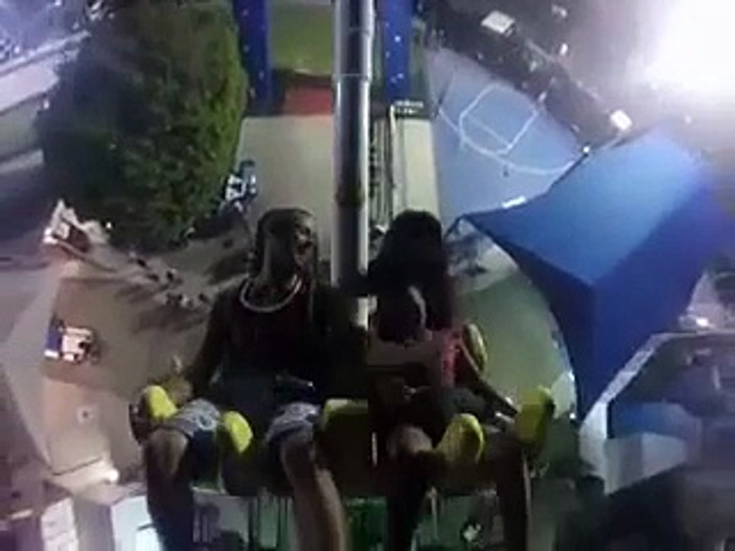 Watch This Girl Pass Out While Freaking Out On An Amusement Park Ride