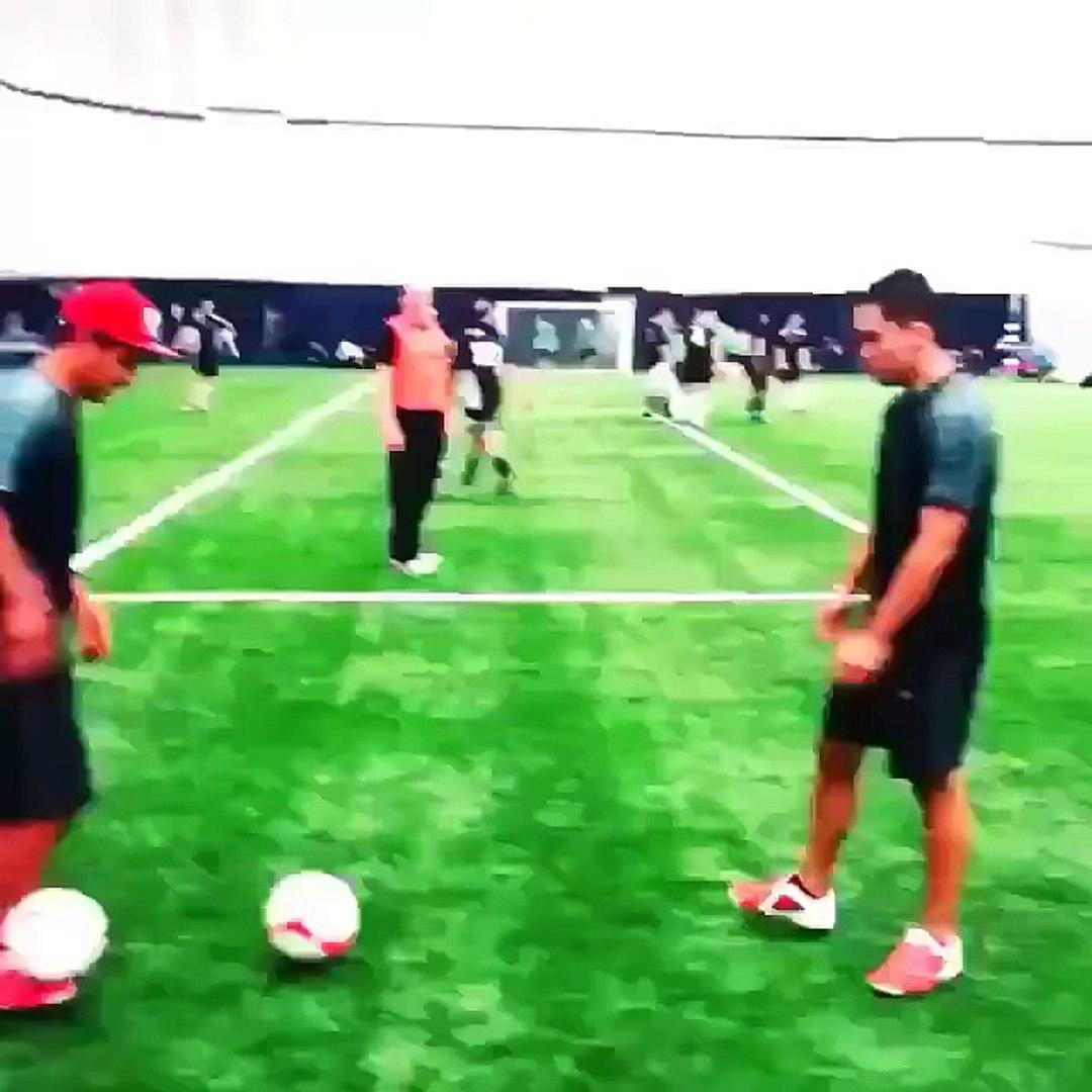 Esse cara domina duas bolas ao mesmo tempo e o amigo faz algo incrível