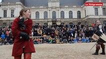 Rennes. Combat de chevaliers pour annoncer la fête médiévale du Grand-Fougeray