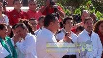 Alejandro Moreno Cárdenas agradece a José Murat Casab su presencia en su registro como precandidato.