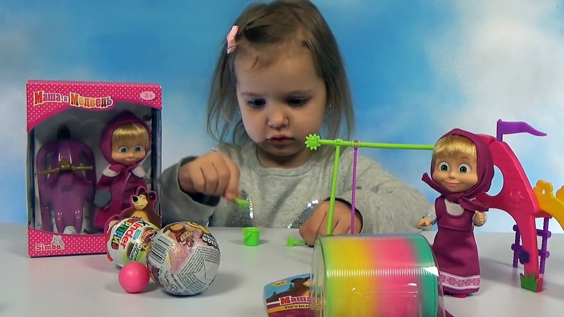 Маша и Медведь распаковка игрушки и игровая площадка с качелей и горкой Masha and the Bear doll toy
