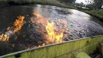 Un écologiste démontre les dangers de l'utilisation de la fracturation hydraulique