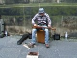 On Croirait Entendre Jouer Un Groupe De Musiciens, Et Pourtant, Il Est Tout Seul !