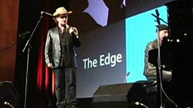 Bono & The Edge perform at the Apple Event 10-26-04