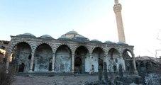 Gözü Dönmüş Örgüt, Camileri Yıktı, Kur'an'ı Kurşunladı