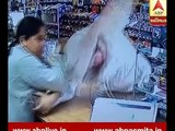 Watch: indian origin women in america made thief to run away from the general store