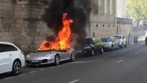 Des manifestants mettent le feu à une Porsche dans les rues de nantes