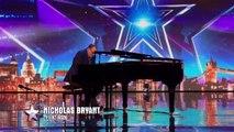 Le candidat joue du piano, mais un auditeur se lève et la suite est inimaginable!