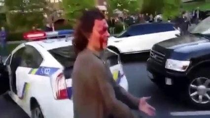 Campeão olímpico de luta se envolve em briga com policiais e acaba levando a pior