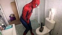 Thor laisse traîner son marteau partout chez Spiderman.. LOL