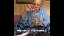 Une grand-mère boit et se drogue devant la caméra !