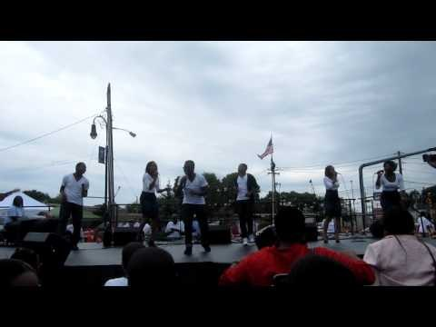 Livre' at Donnie McClurkin's Church without walls #1 Worship medley