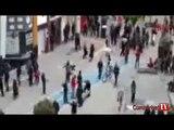 Liselilerin sokak ortasında tekme tokat kavgası kamerada