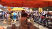 Baptiste Hubert sculpte le bois avec une tronçonneuse