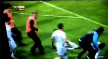 Elazigspor player re enacts Manchester United legend Eric Cantona_s kung fu kick on pitch invader