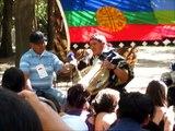 02_Taizé 2010_Lonco y Sacerdote en taller mapuche (Jue. 09 Dic '10).wmv