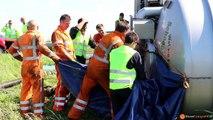 Vrachtwagen op zn kant na ongeval op de A59 bij Raamsdonk (2014 06 11)