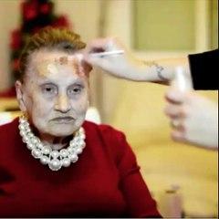 Elle maquille (un peu trop) sa grand-mère et Internet adore