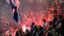 Des Ultras enflamment les tribunes lors d'un match de jeunes de leur équipe de Football en Pologne