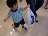 Baby Ivan (20-mth)...carry shopping bag...28 May 2009