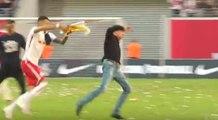 L'entraineur de Leipzig se blesse en voulant éviter d'être mouillé par une bière