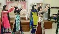 Pakistani girls Mehndi dance in wedding--Pakistani private girls mujra on wedding--Private girls dance -