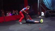Un spectateur mis KO par un clown de cirque - Lui il est traumatisé à vie!