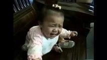 Como acalmar instantaneamente uma bebé que chora...