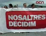 Òmnium Cultural dóna la pancarta de la manifestació del 10-J al Museu d'Història de Catalunya