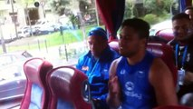 Les Samoa célèbrent leur victoire à Paris en chanson