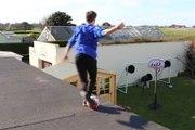 """Zap Foot du 17 mai: foot et toiture ne font pas bon ménage, le Bayern relève le défi """"Runningman challenge"""", un jeune joueur réalise l'enchaînement parfait etc."""
