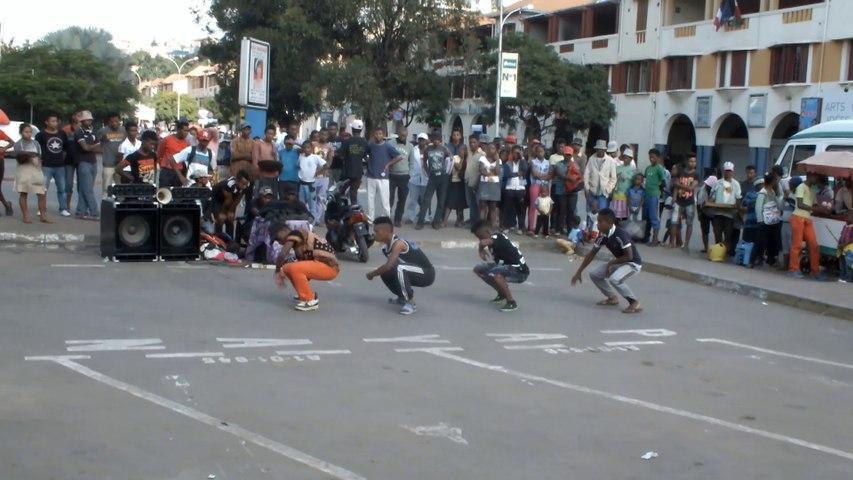 Instants T de danses kilakaky à Tananarive
