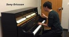 Il joue les sonneries de téléphone les plus connues au piano