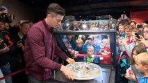 Bayern - Lewandowski met le trophée en vitrine
