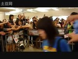 SS501 Kim Hyung Jun Arrival In Singapore 28 Aug 2010 在线视频观看 土豆网视频 Hyung Jun Singapore 28 Aug 2010