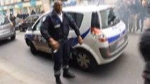 Manifestation des policiers : une voiture de police attaquée par des casseurs