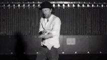 Parodie de clip de Radiohead : Thom Yorke danse sur la musique mexicaine