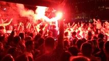 Marseille : ambiance de feu et fumigènes sur le Vieux-Port