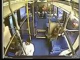 Coup de frein brutal avec un bus