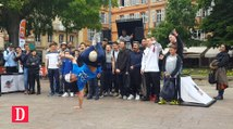 Le street footballeur qui défie les stars fait le show à Toulouse