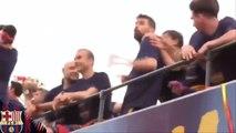 Gérard Pique trolls Ronaldo Pique mocks Ronaldo's Calma Calma during Barcelona Victory Parade 2016