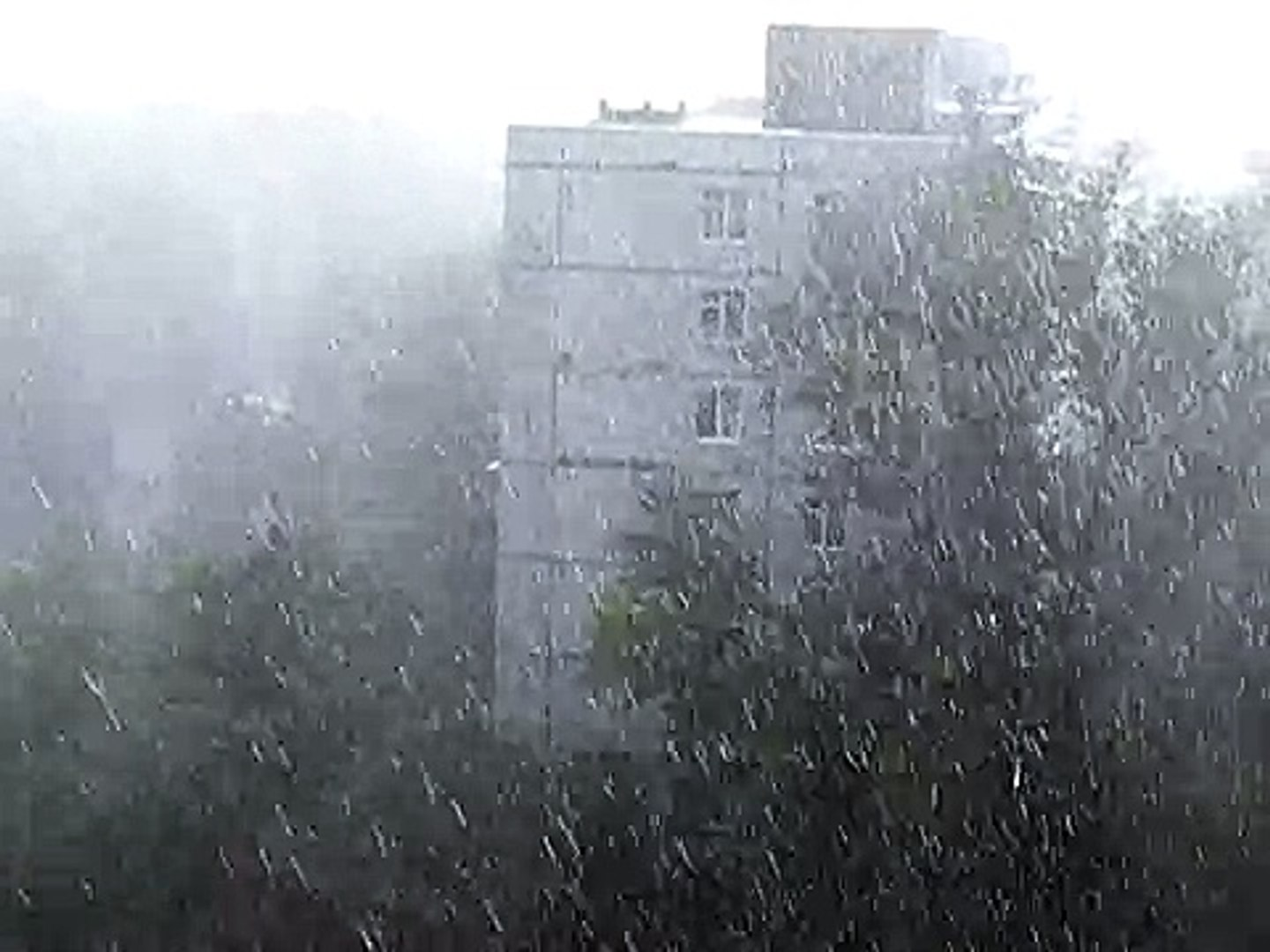 Сильный ливень в Ростове 29 июня 2010 (1) - Heavy rain.AVI