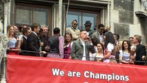 Franck Ribery veräppelt Arturo Vidal - 'Arturo Mafioso' Meisterfeier des FC Bayern München