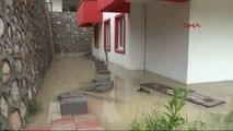 Karabük'te Yağmur Nedeniyle Evleri Su Bastı